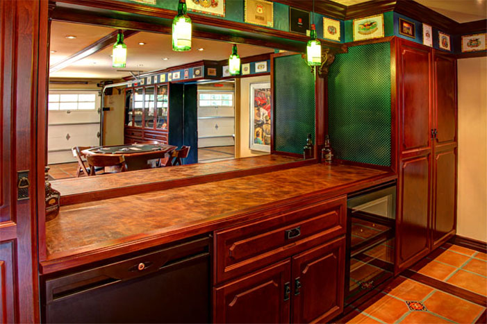 Garage bar home decorators collection for Bar showcase for home